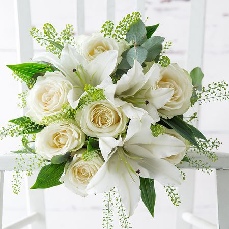 White Bridal Bouquets Classic And Elegant