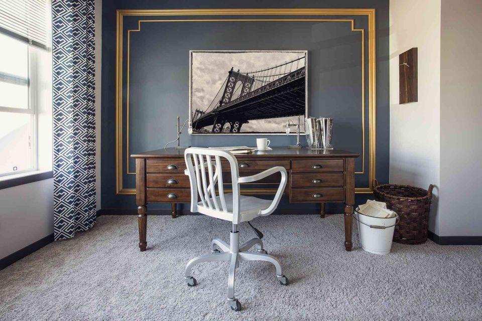 tips for good work and office feng shui. Black Bedroom Furniture Sets. Home Design Ideas