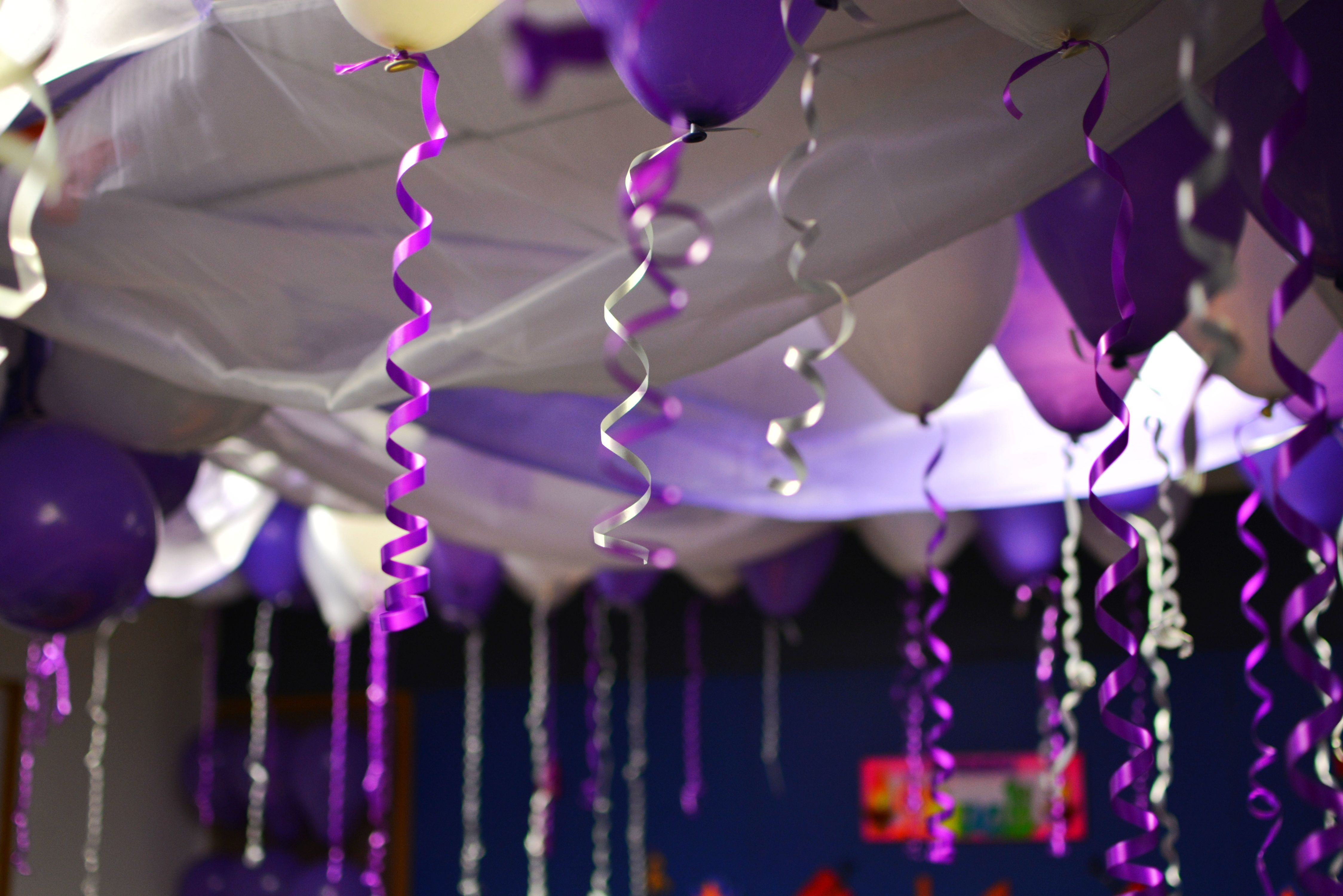 Decorative balloons and ribbons on the ceiling