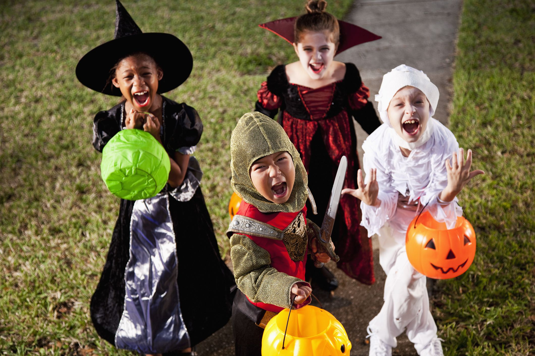 5 Trick-or-Treating Rules for Kids & Tweens