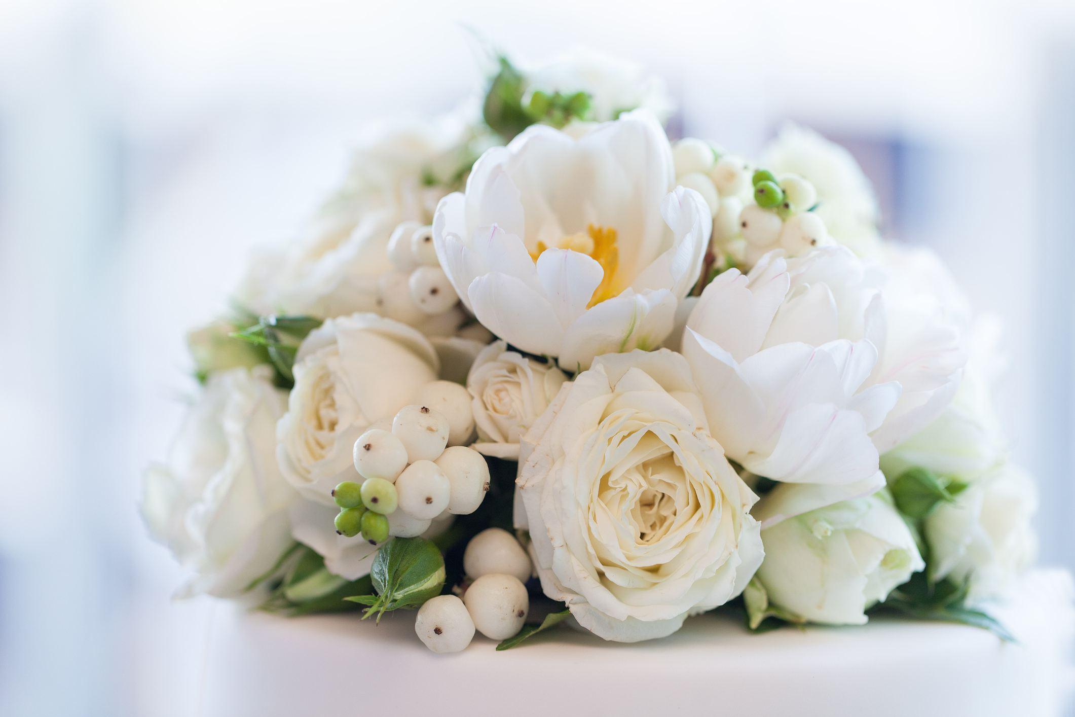 Ramo de novia blanco con bayas