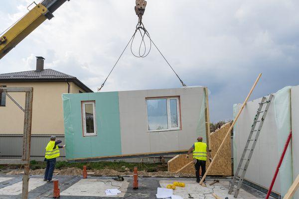 a modular home being assembled