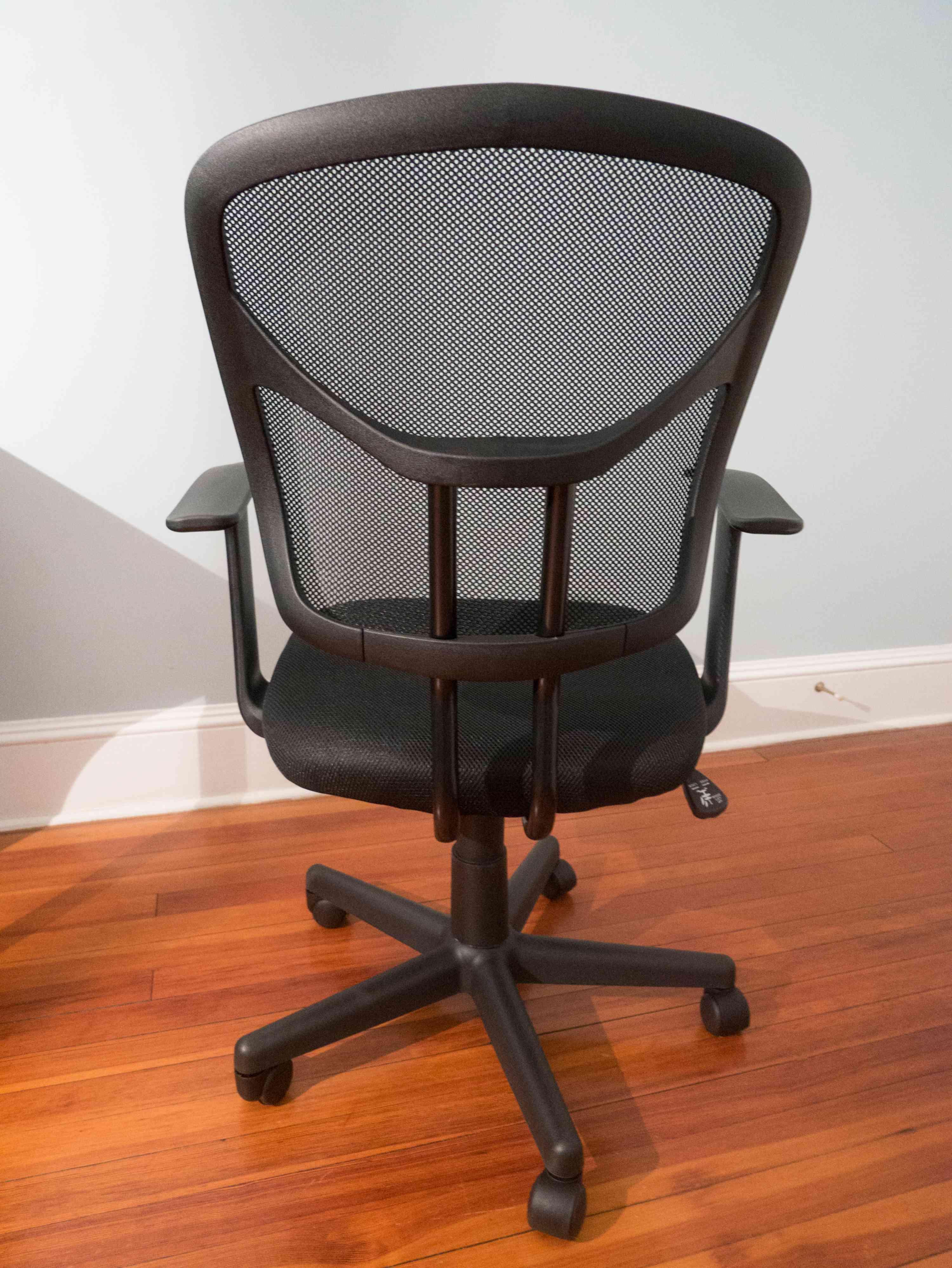 AmazonBasics Classic Mid-Back Mesh Swivel Chair