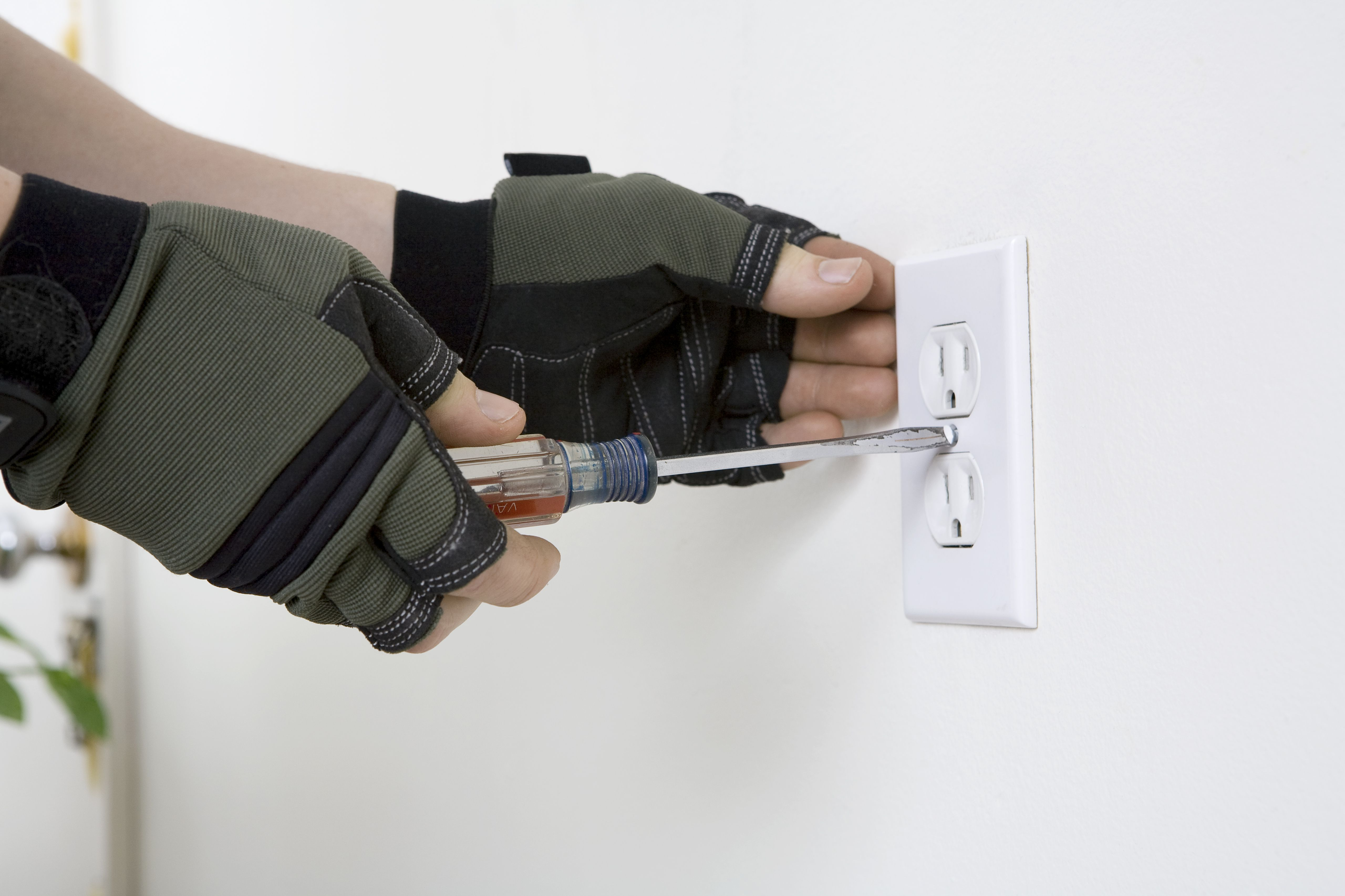 How To Side Wire And Bend For An Electrical Outlet Outletspvc Insulation Copper Wirewire