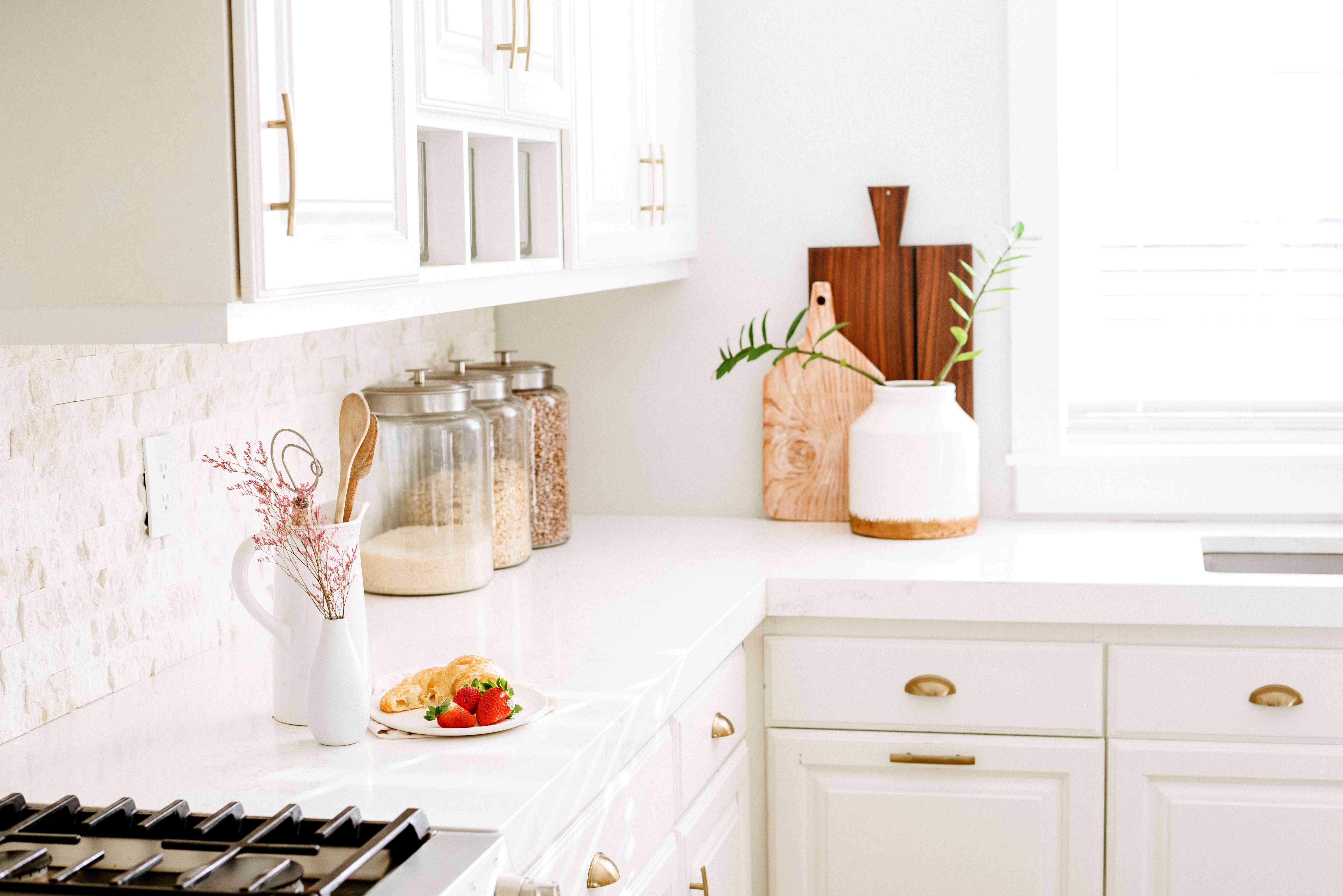 Essential Tips To Keep Your Kitchen Counters Organized