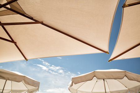 White patio umbrellas - What To Look For In An Outdoor Patio Umbrella