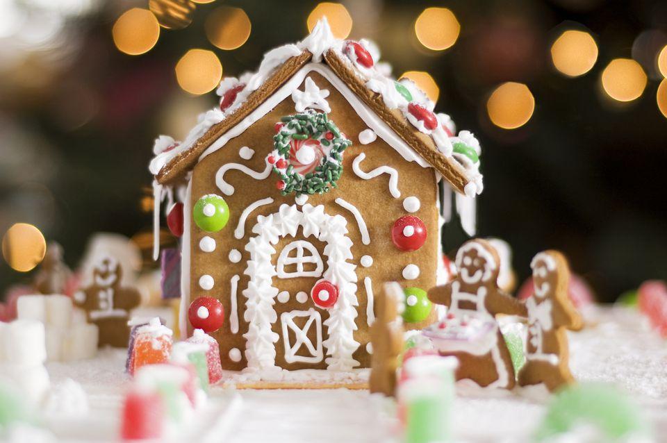 Deliciosa casa de jengibre decorada con dulces