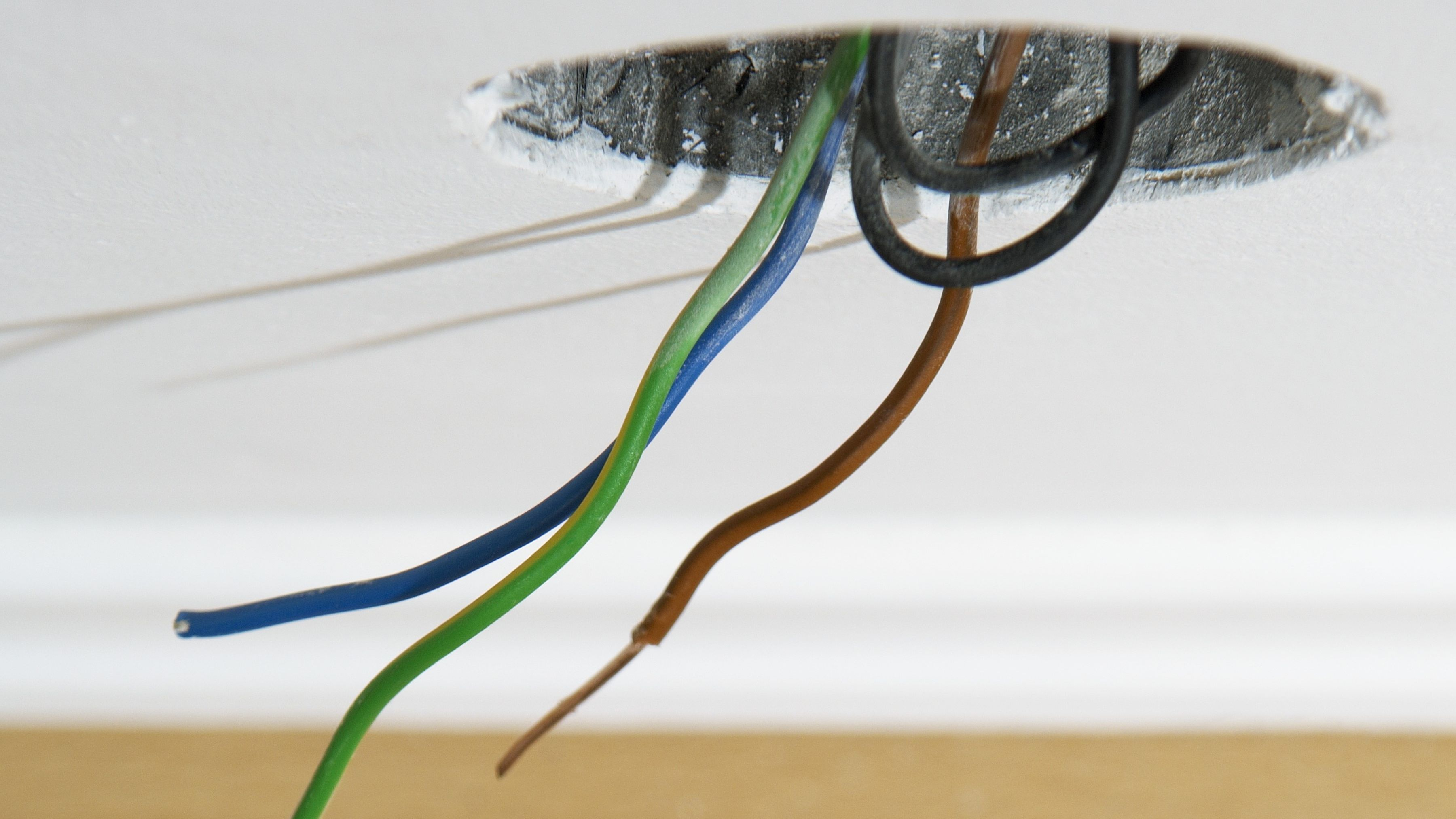 How to Terminate Electrical Wire With Wire Caps Home Wiring Ends on