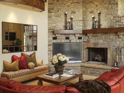 Veneer Stone vs  Natural Stone - Before Your Buy