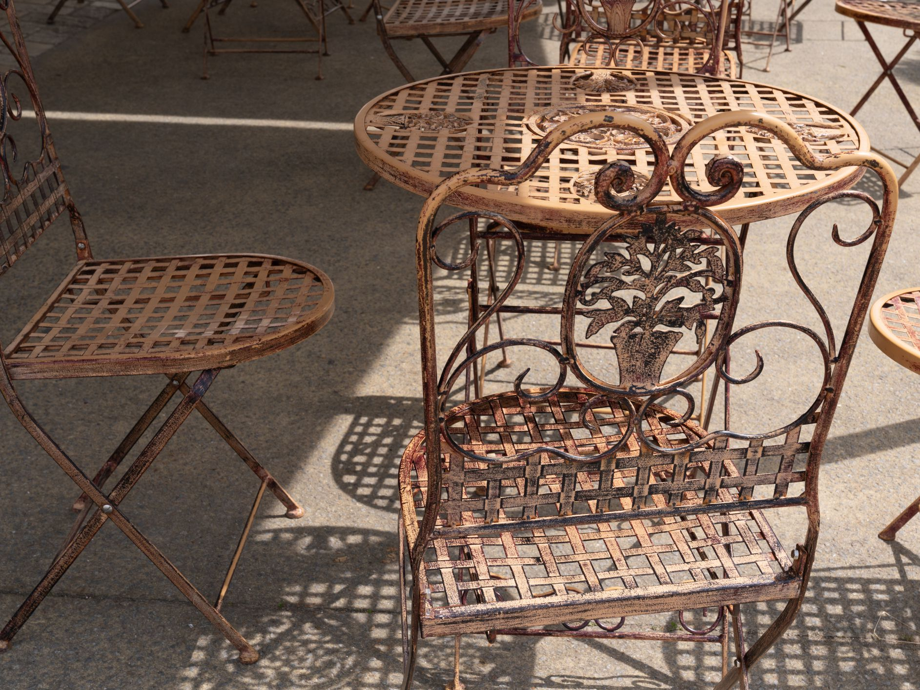 How To Paint Metal - How To Remove Paint From Metal Garden Table