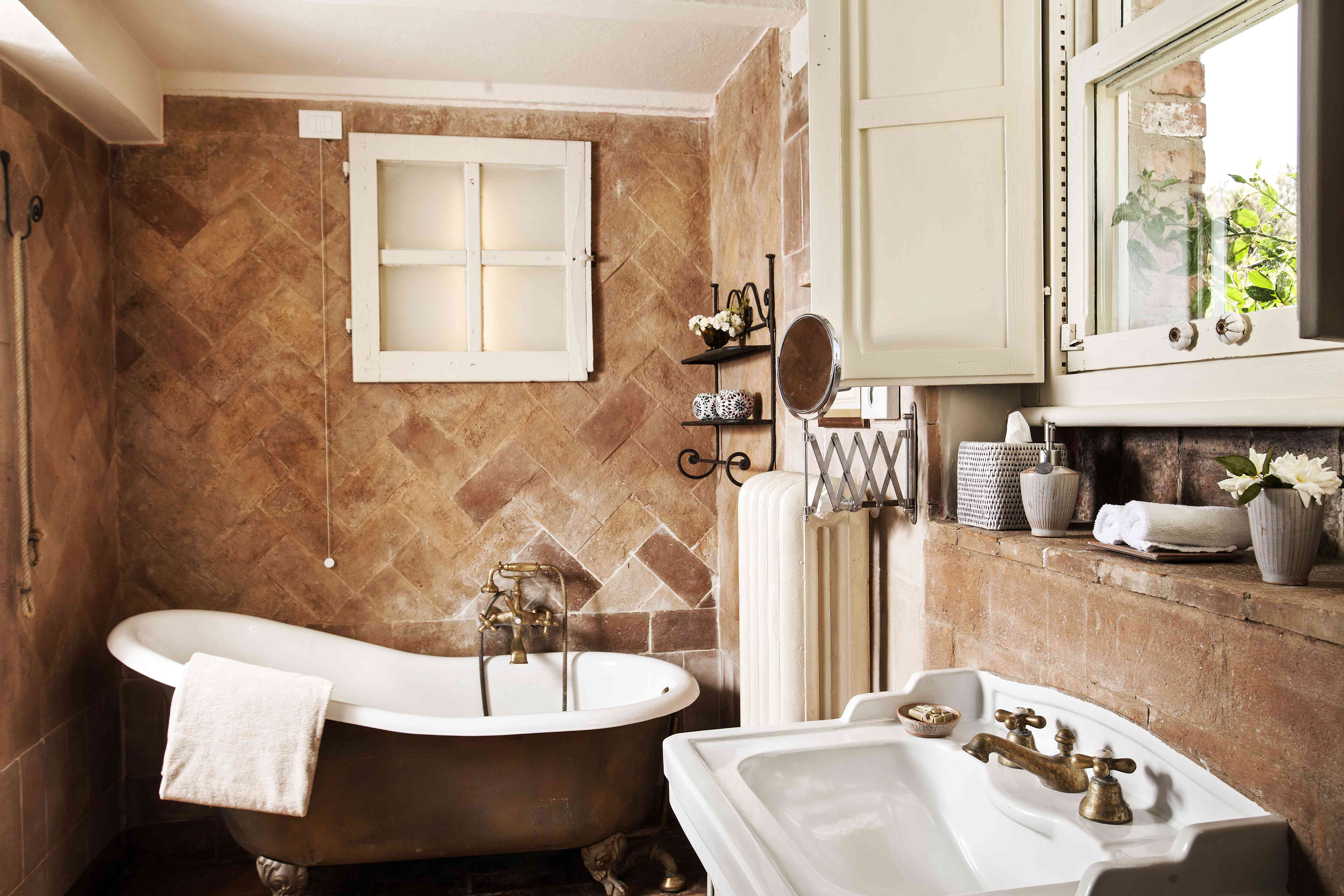 How To Decorate A Tuscan Style Home, Tuscan Style Bathroom