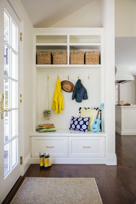 banco compacto para cuarto de baño con almacenamiento