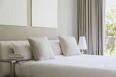 Feng Shui Decor Tips for a West-Facing Bedroom