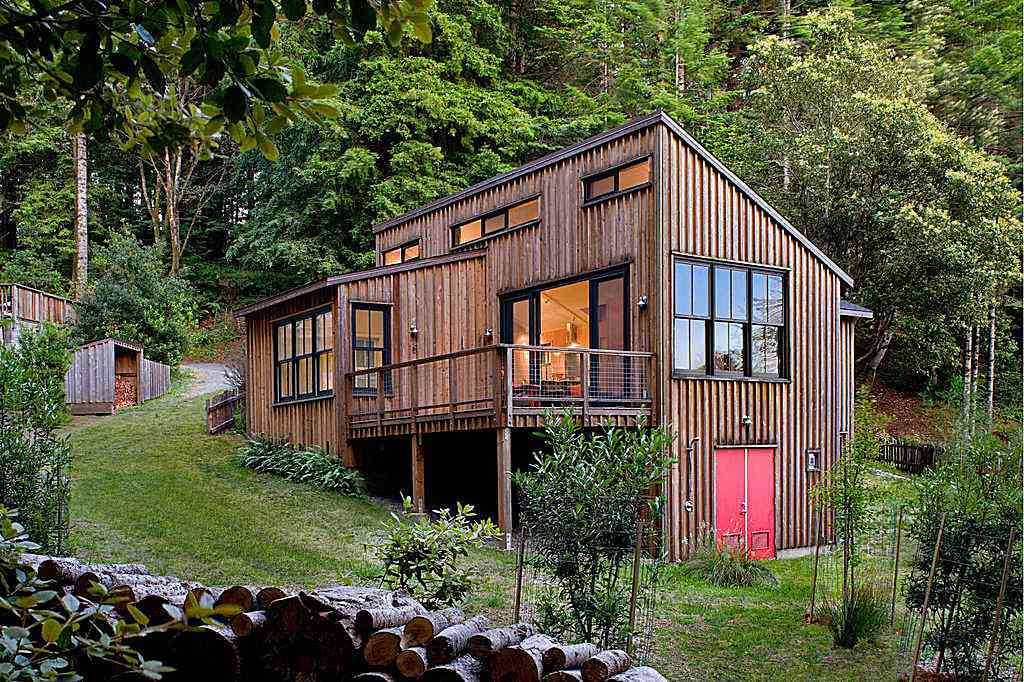 Vertical Exterior Siding on the Mendocino County Cottage by Architect Cathy Schwabe, AIA