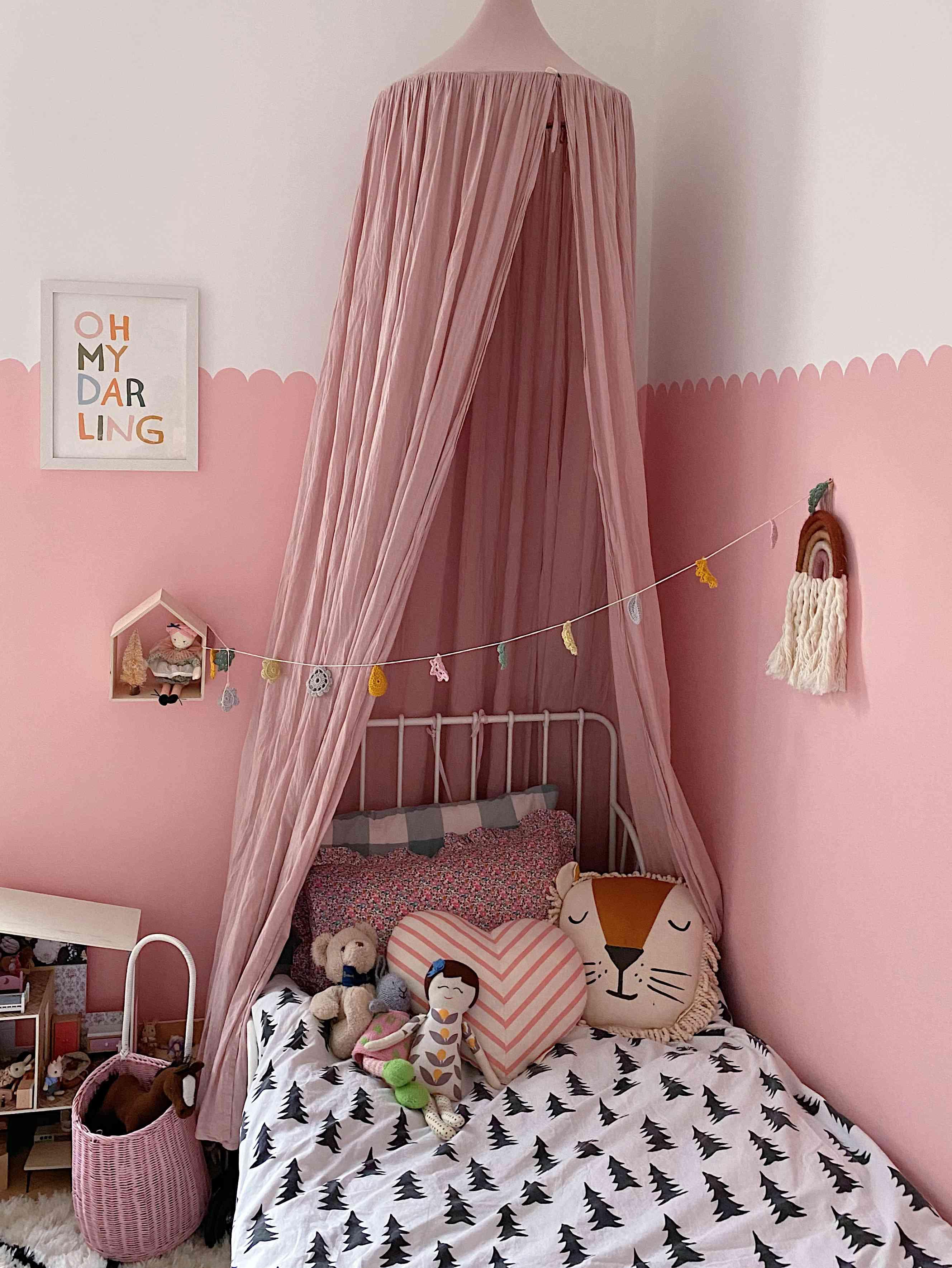 bedroom scalloped edge wall design