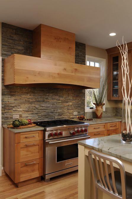 Cocina de madera y piedra