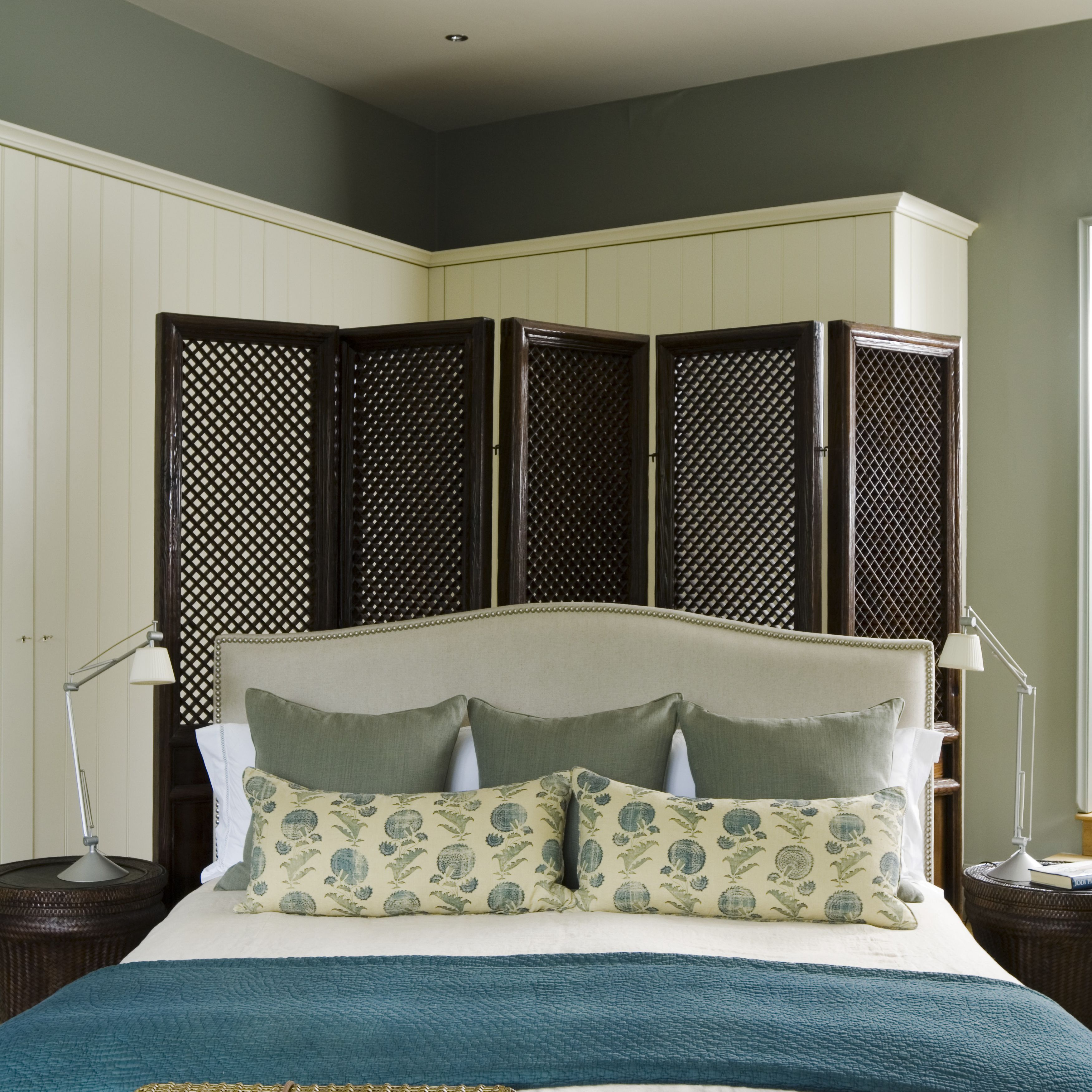 Bedroom with folding screen