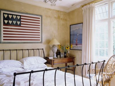 dont believe these 8 common bedroom decorating myths - Bedroom Window Treatments