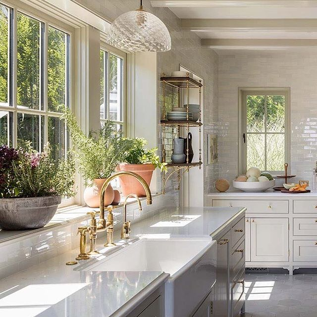 Kitchen with modern and traditional details