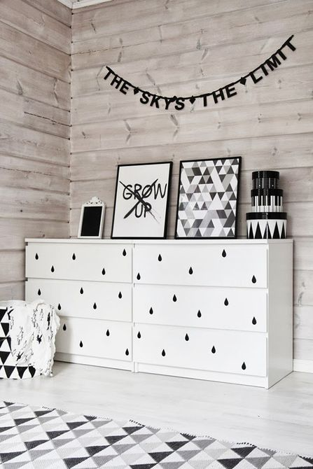 Vivero en blanco y negro con pared decorativa en cruz washi