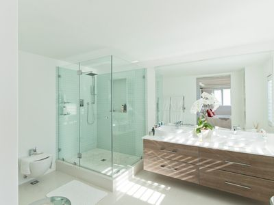 Here Are Some Helpful Tips on How To Make a Small Bathroom Look Bigger
