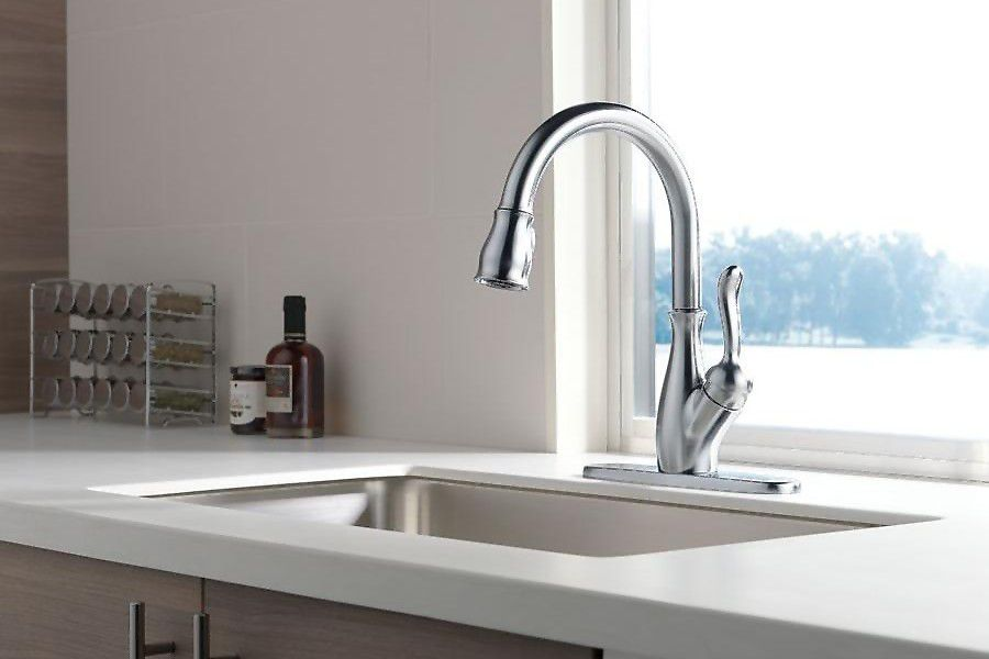 Single handle ceramic disk faucet