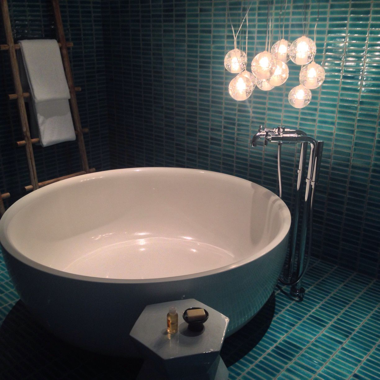 Beautiful Bathrooms With Bidet: Beautiful Bathrooms With Dramatic Tile