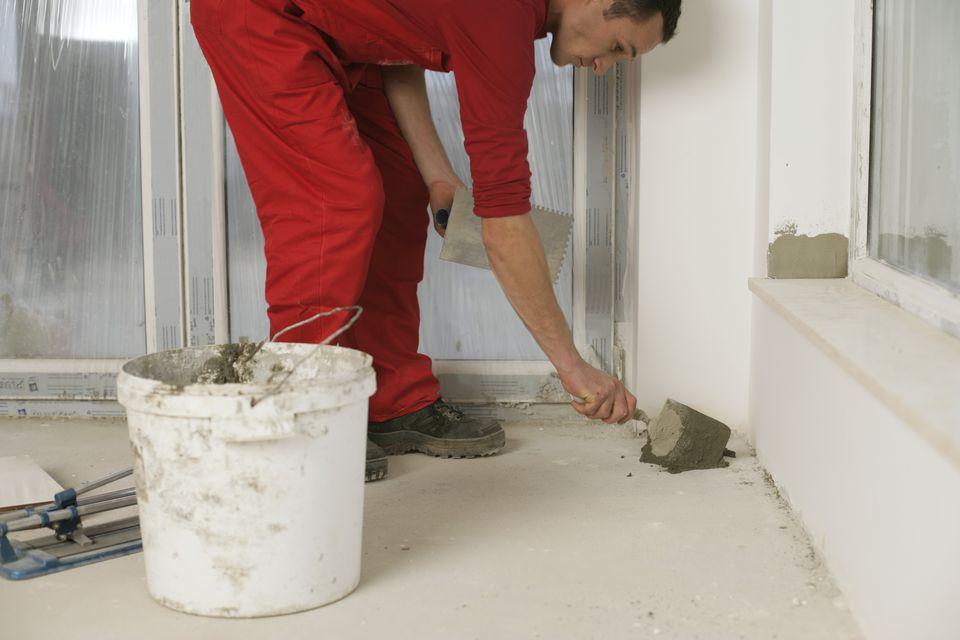 Installer Tiling a Shower