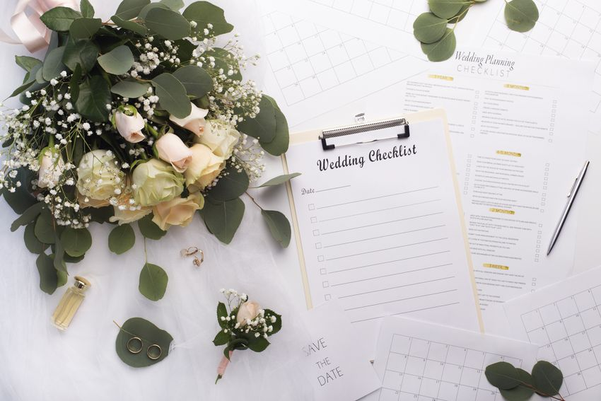 Empty checklist with planner and bouquet of roses