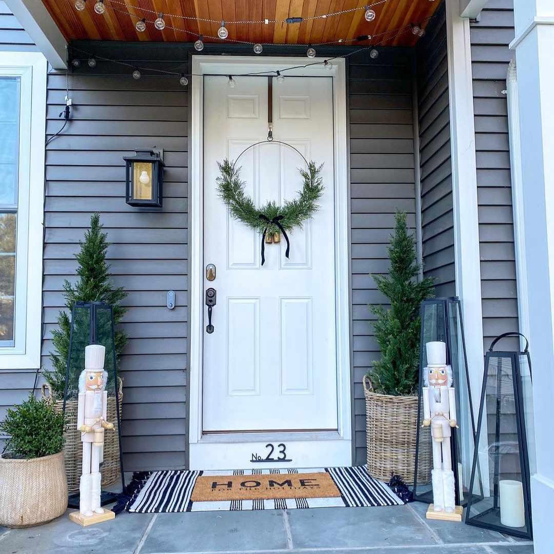 Door with minimal wreath