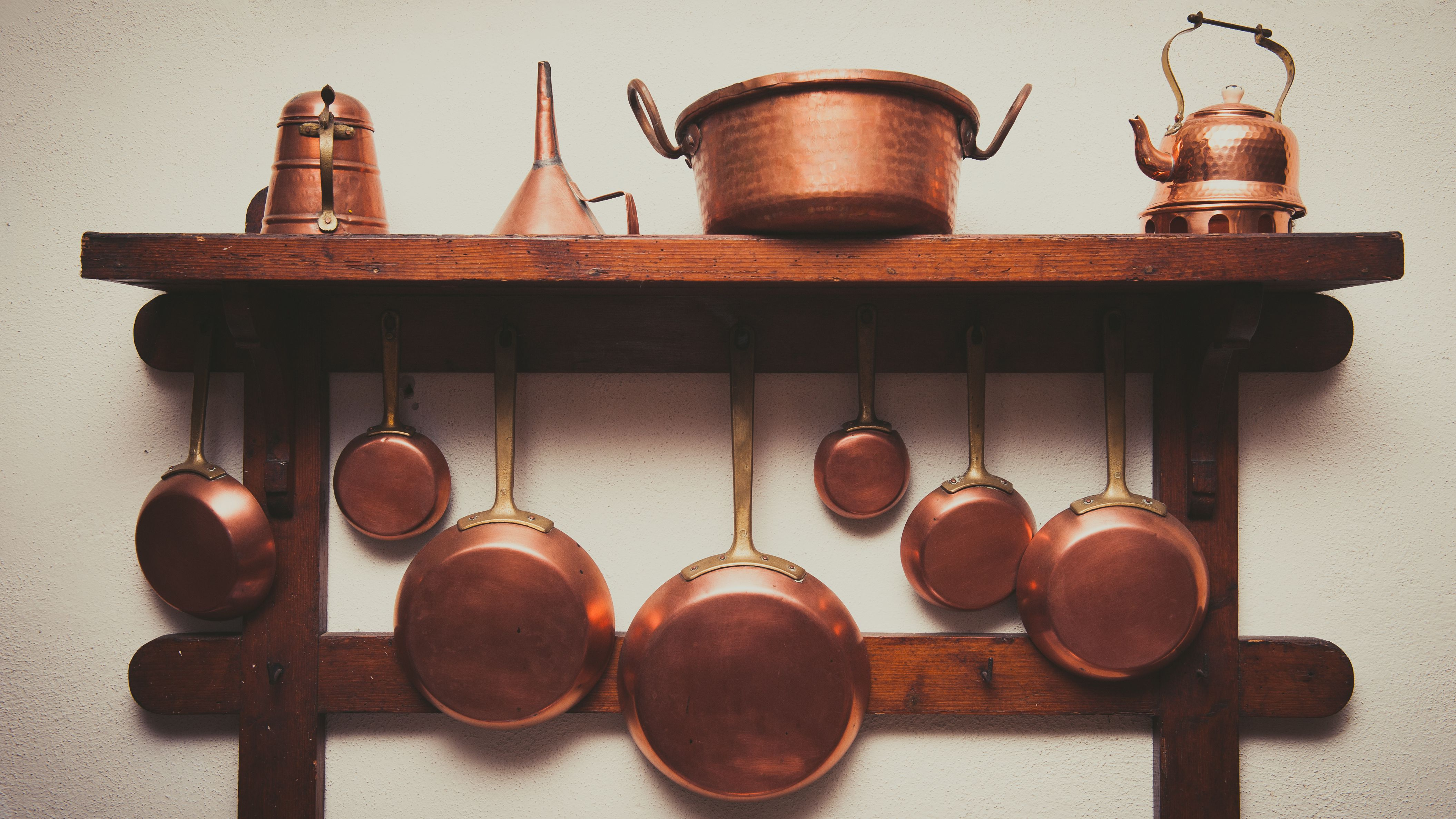 3 Ways to Remove Lacquer From Copper Cookware and Decor