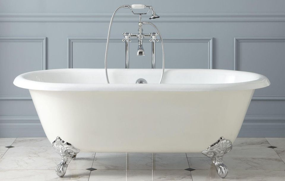Acrylic vs. Cast-Iron Clawfoot Bathtubs