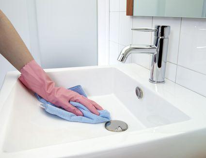 How To Scrub And Clean A Bathtub