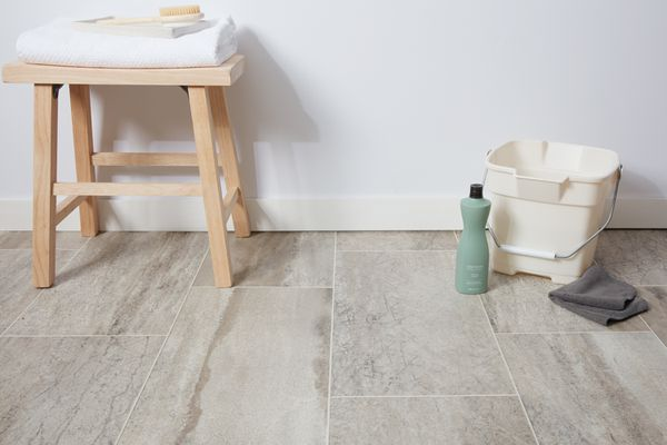 Clean vinyl floor items