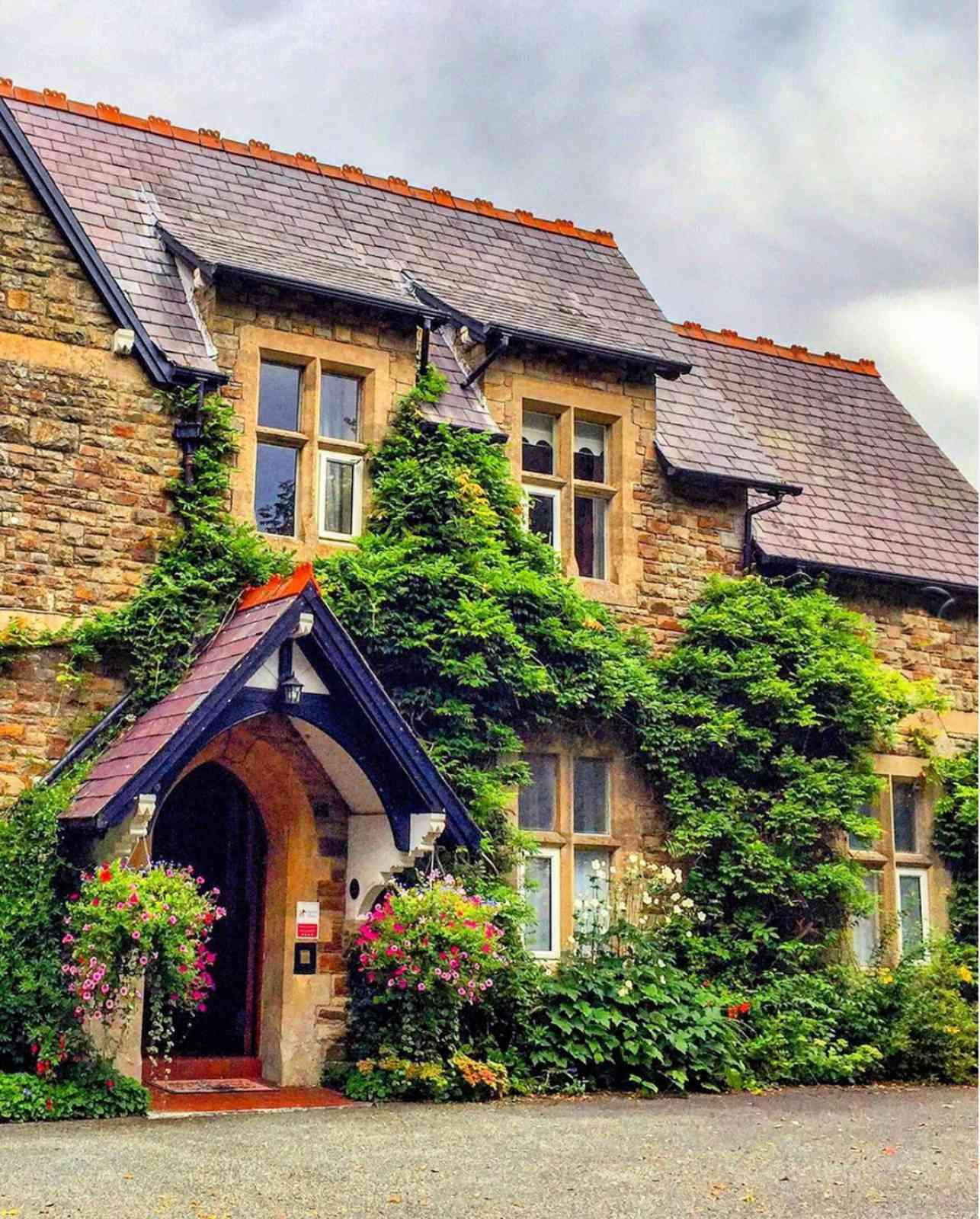 Bwthyn Swynol beautiful english cottage