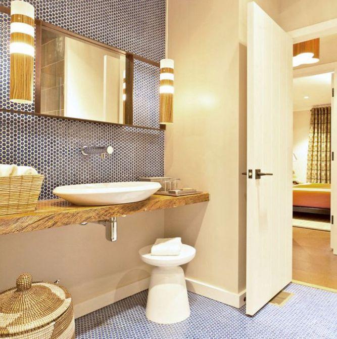 Remodelación de baño Mod con azulejos redondos