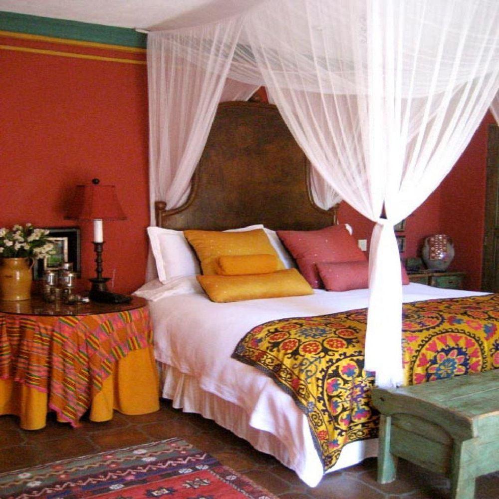Use ropa de cama blanca para atenuar el color brillante