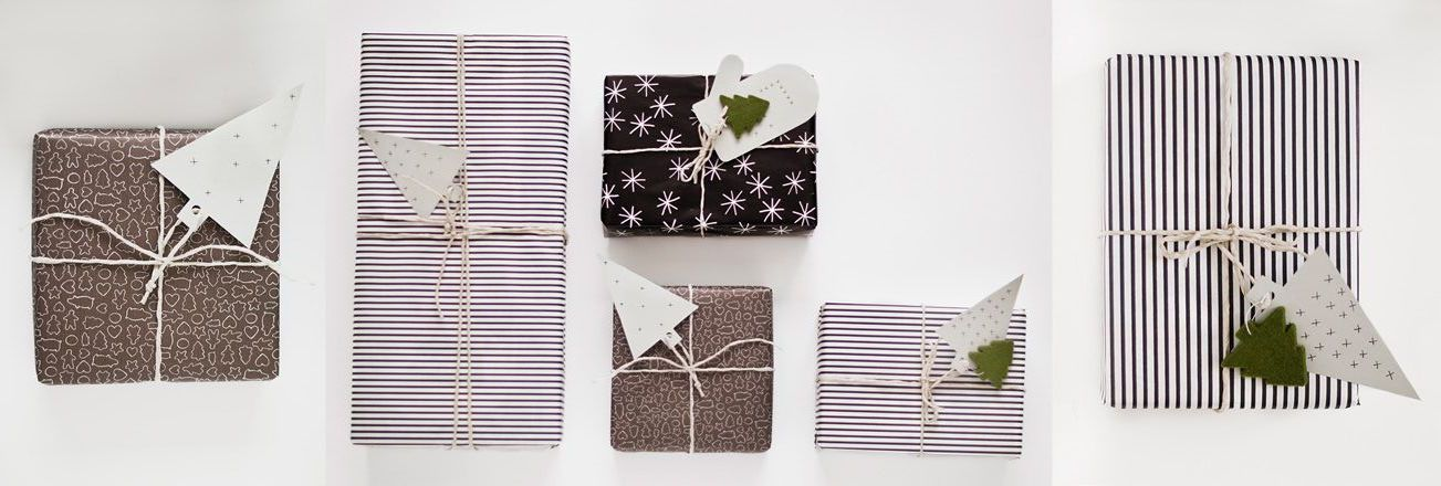 Una selección de regalos con papel de regalo moderno