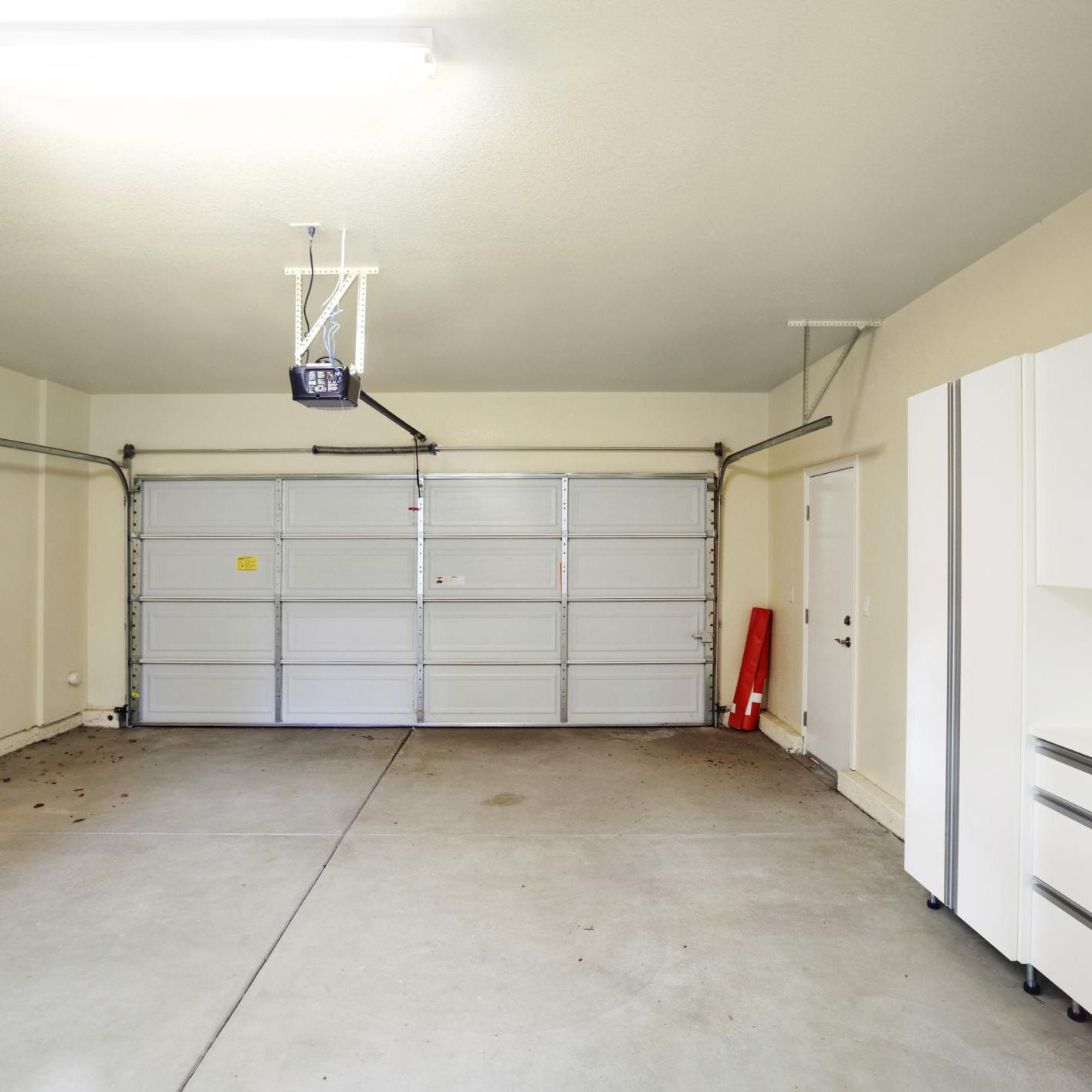 10 Tips for Seasonal Garage Door Maintenance