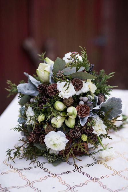 Ramo de boda de invierno de rosa, tulipán y piña