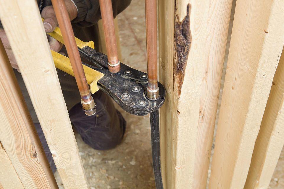 Crimping PEX Pipe onto Copper Pipe