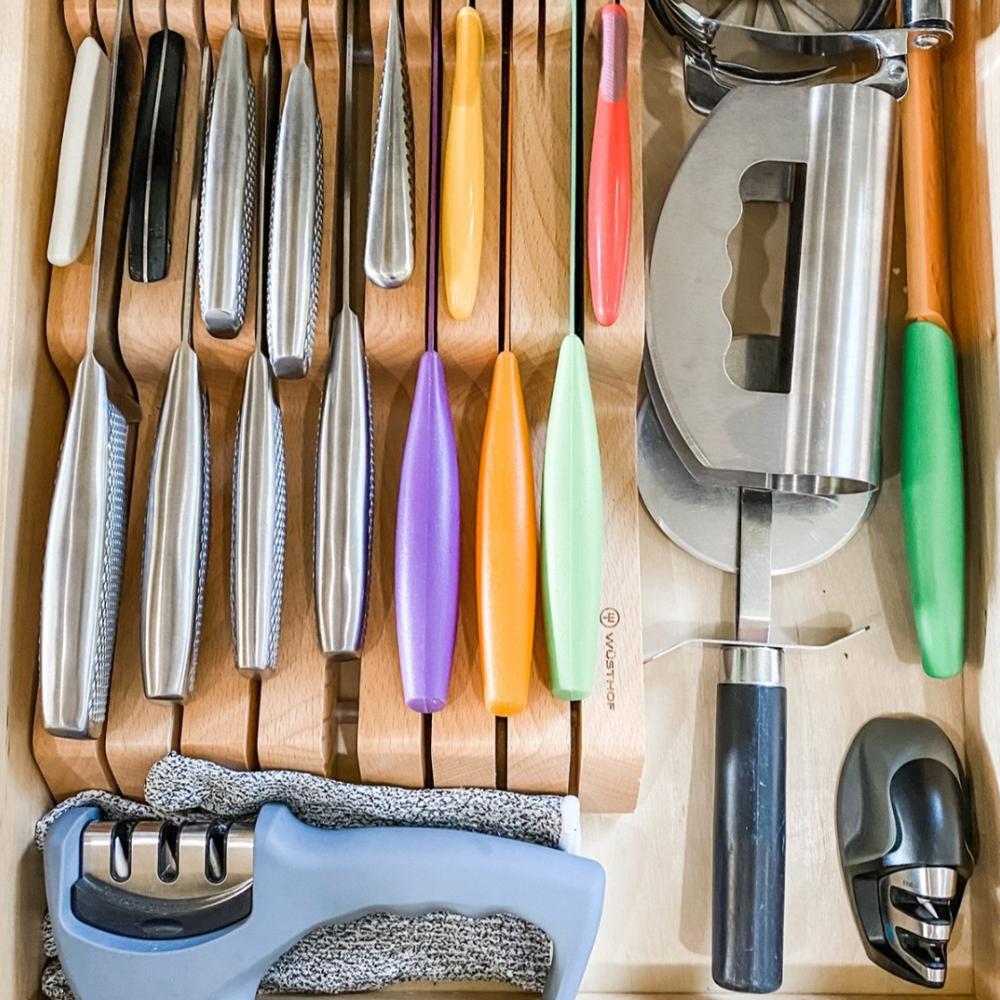 Cutting utensil drawer