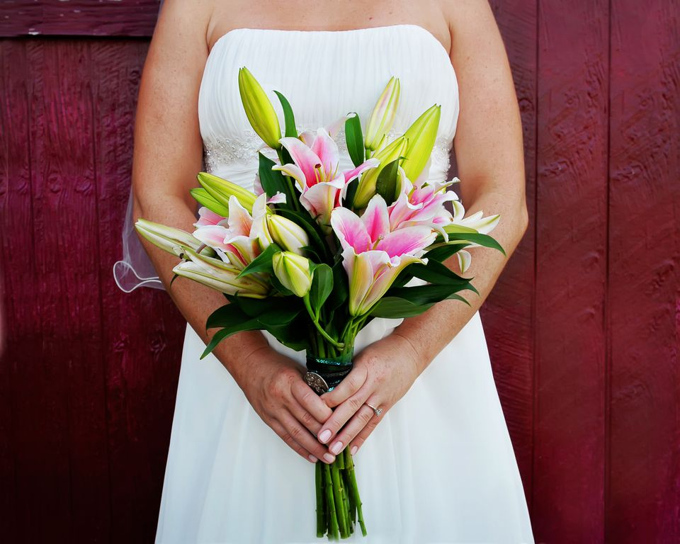 12 Summer Wedding Flowers in Season