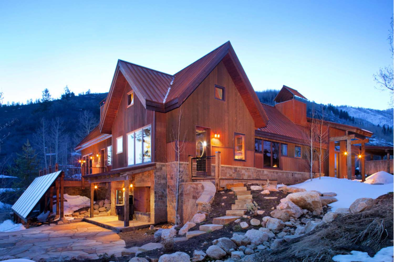 beautiful log home design solar-sealed