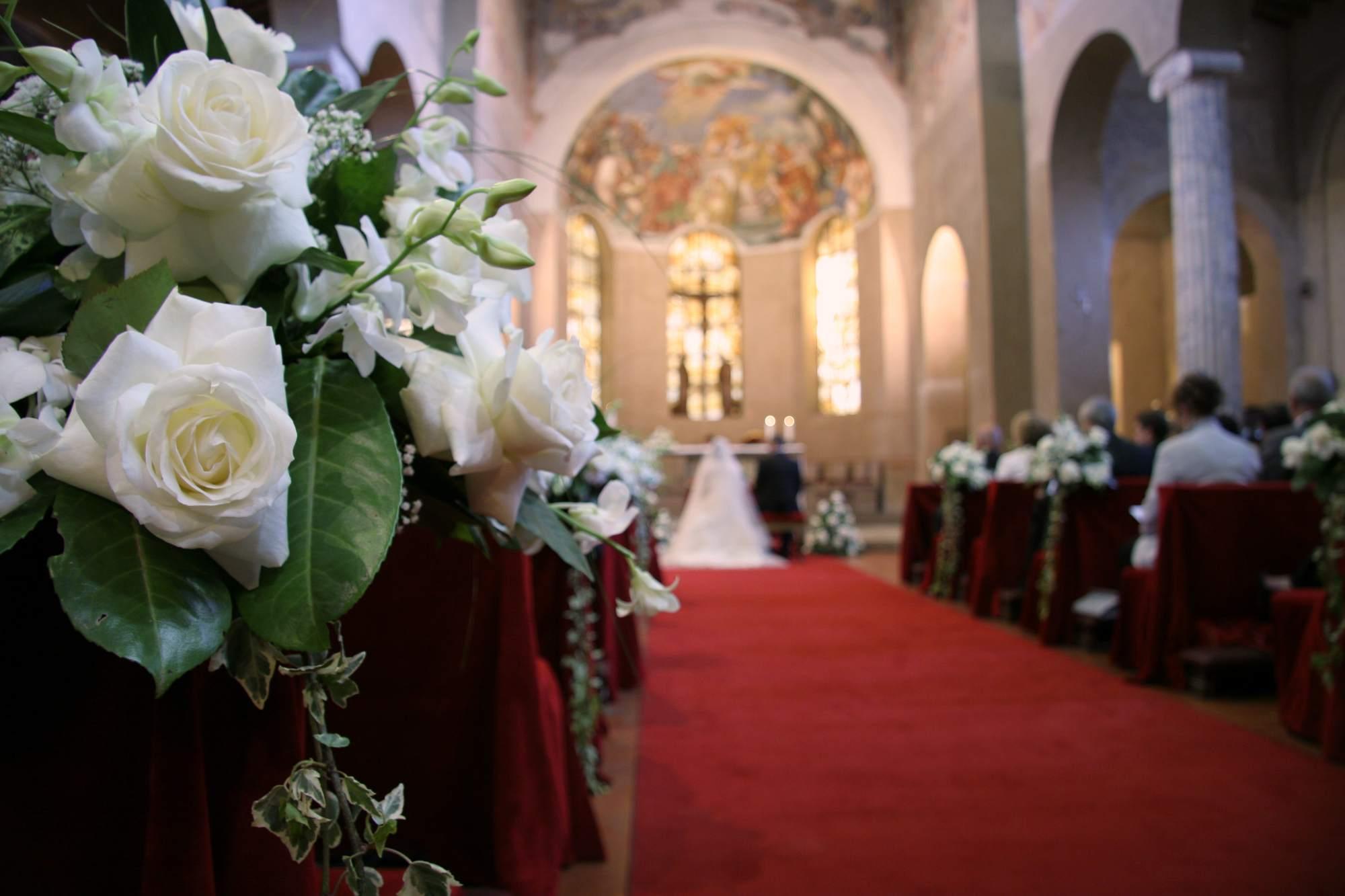Roses in wedding aisle