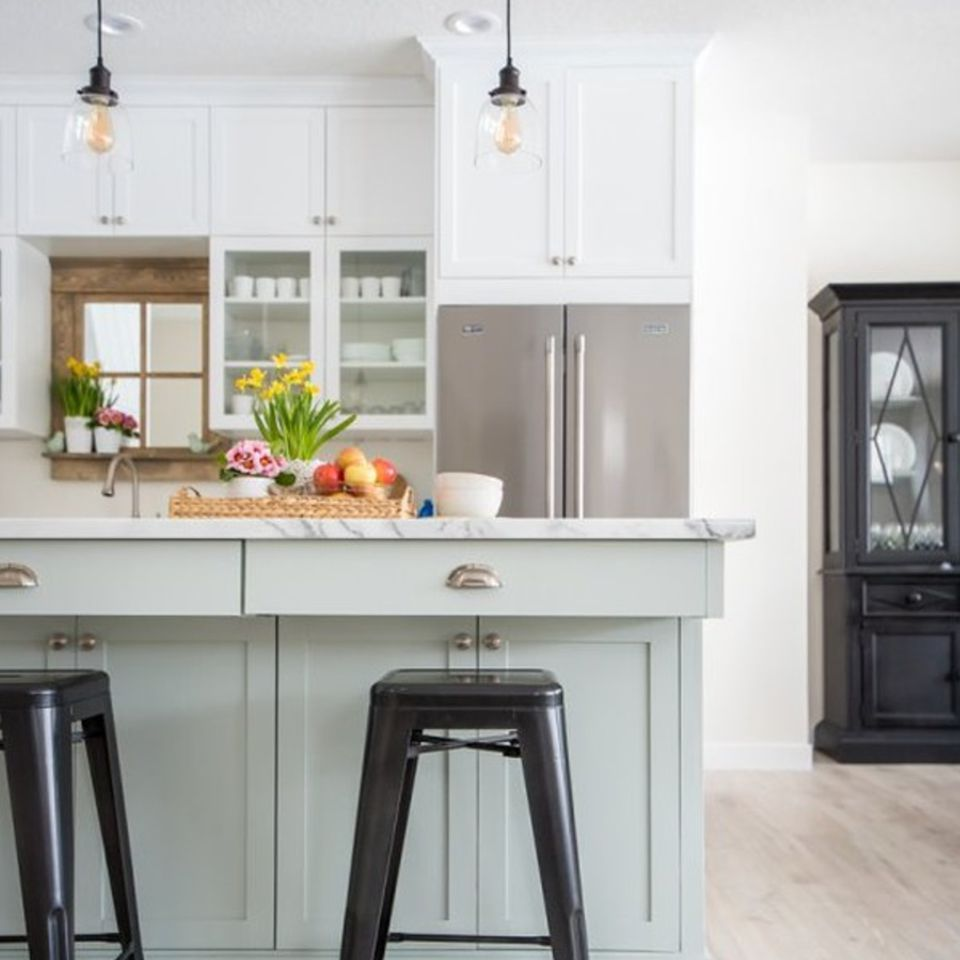 So Many Ways To Go Green Even The Kitchen Island: 19 Pastel Colored Kitchen Ideas