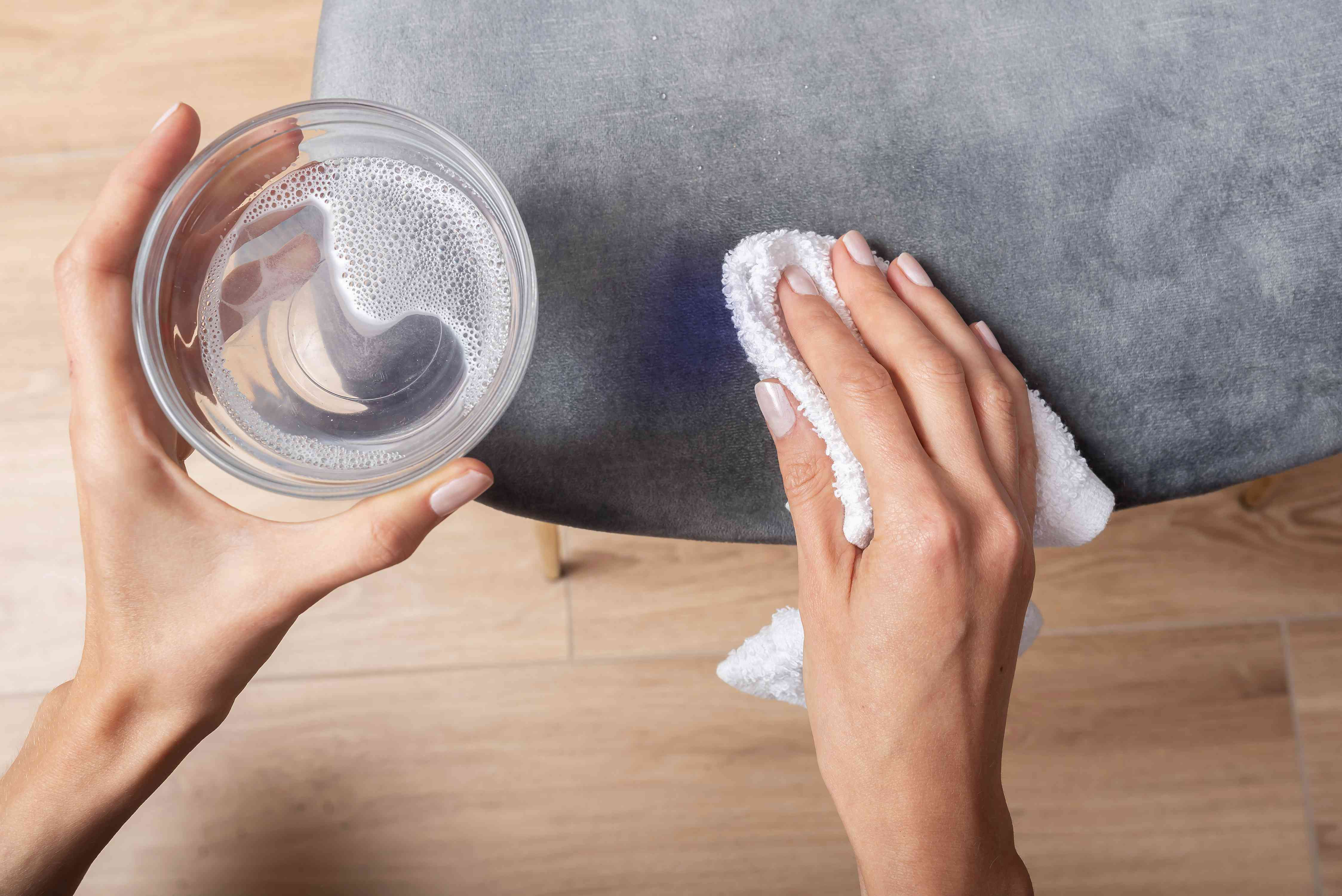 cleaning upholstery with an oxygen based bleach solution