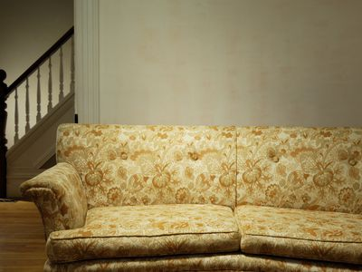 8 Ways To Get Rid Of An Old Sofa
