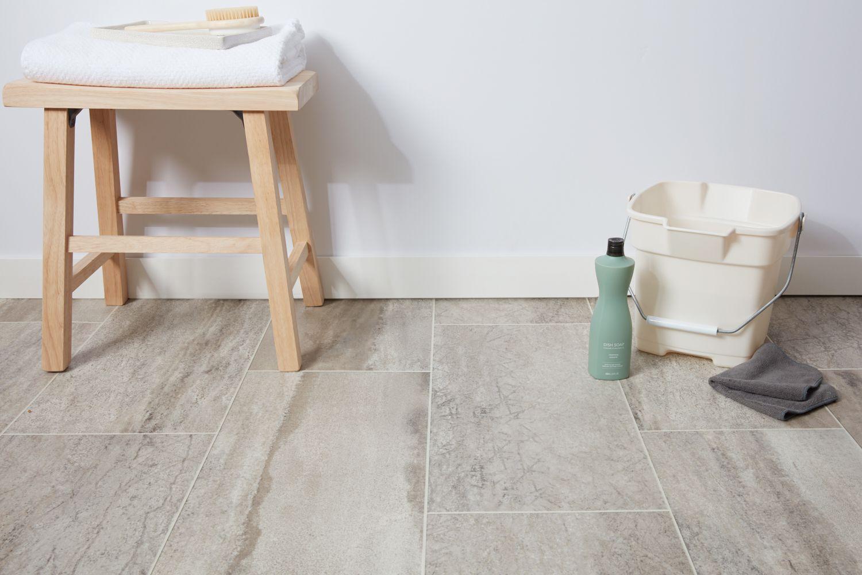 Vinyl floor cleaning supplies