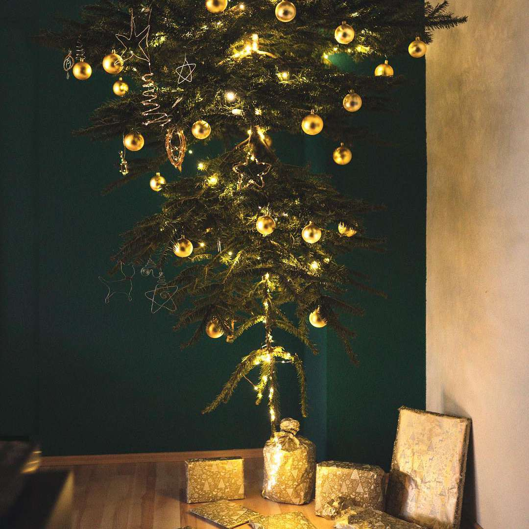 gold-upside-down-christmas-tree